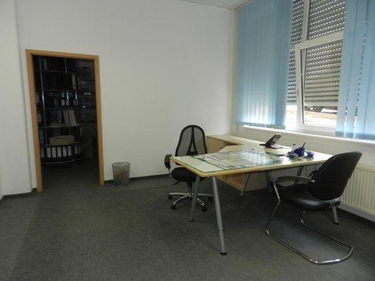 Büro mit Archiv