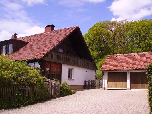 Ansicht Haus + Garage