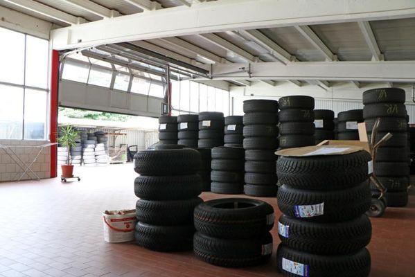 Lagerhalle Reifen