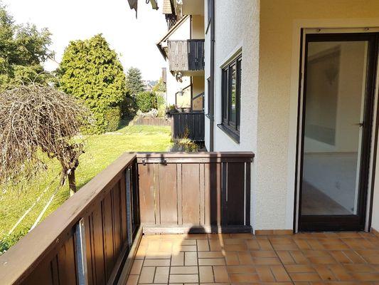 Balkon mit Blick in Garten