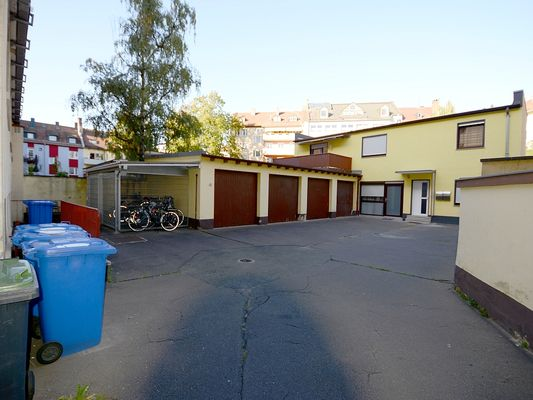 Garagenhof mit Garage