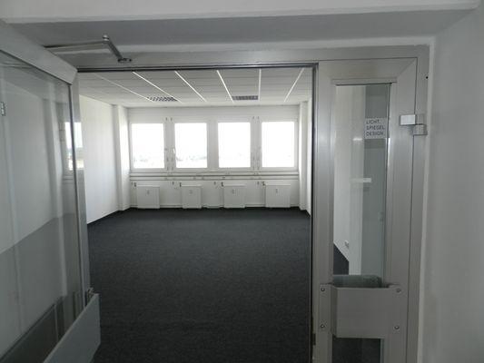 4 Eingang zum Büro