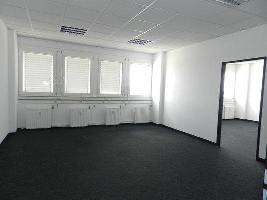 Büro mit Durchgang